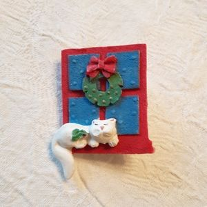 Cat Sitting under a Christmas Wreath Brooch/Pin